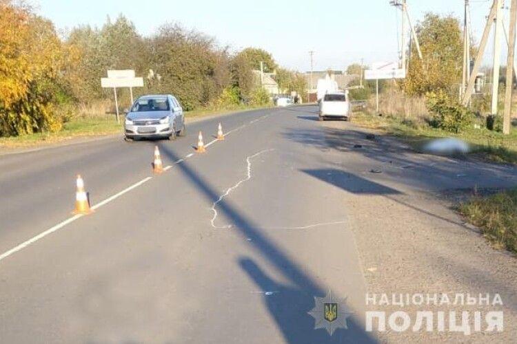 Раптово вийшов на дорогу: на Волині авто на смерть збило пішохода