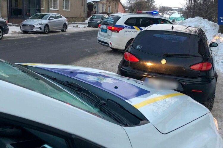 У Луцьку патрульні заблокували п'яного водія на модному авто без номерних знаків і документів