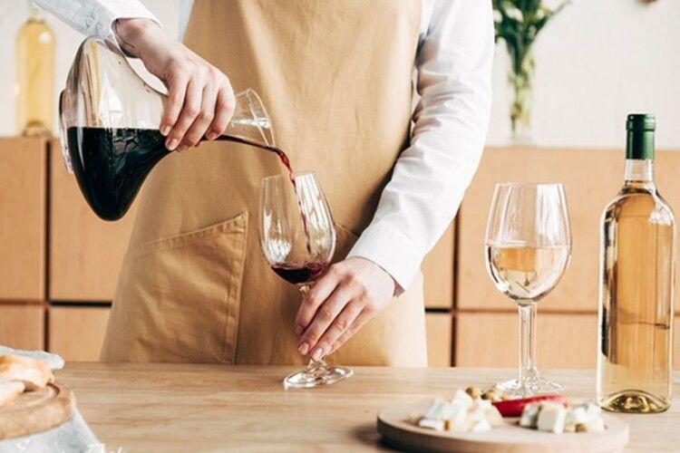 Подати вино теж треба вміти