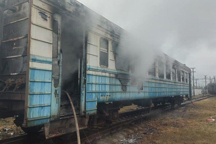 На Рівненщині загорівся вагон електропотягу (Фото. Відео)