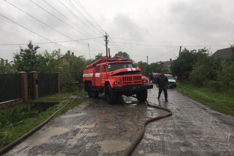 Рятувальники відкачували воду з приватних господарств трьох районів Волині (Фото)