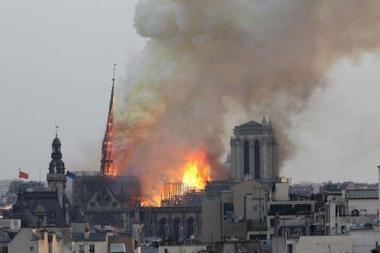Посол Франції обурена незграбним жартом українського політолога про пожежу у Парижі (Фото, відео)