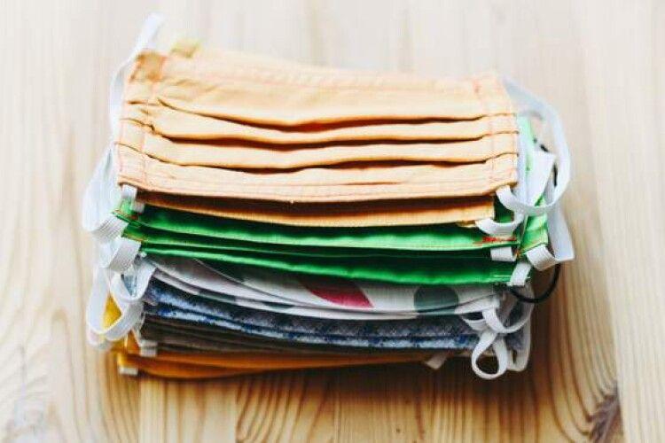 Які маски захищають краще: тканинні чи одноразові: дослідження