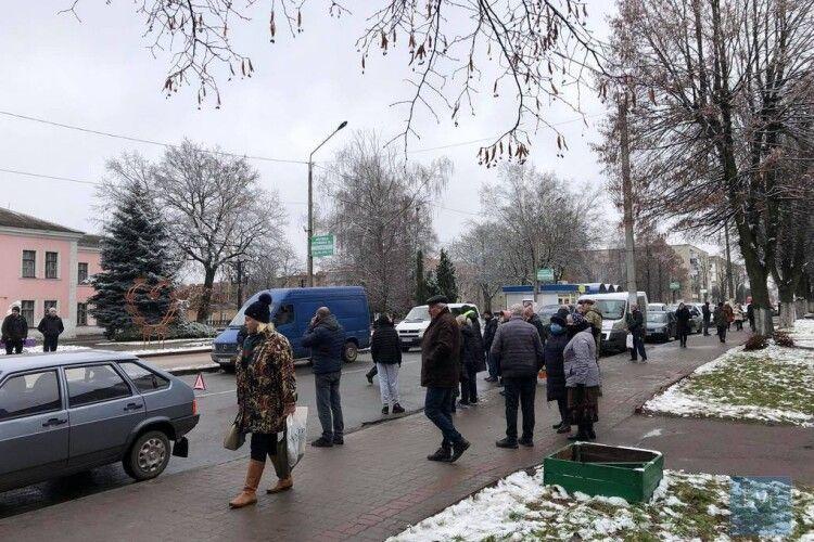 На Волині легковик збив двох пішоходів, жінку госпіталізували (Фото)