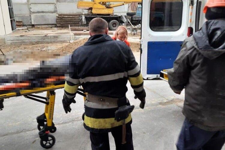 У Клевані на Рівненщині моторошна виробнича травма: чоловікові відрізало ногу подрібнювальною машиною (Фото)