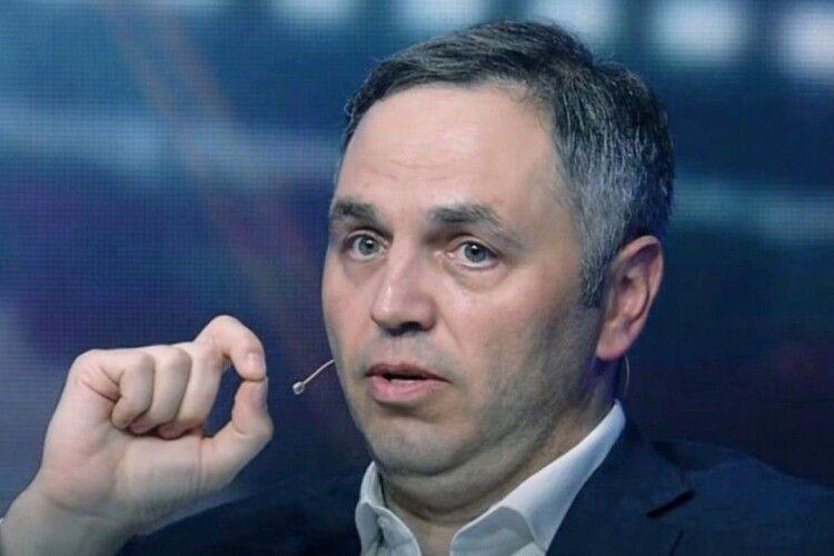Суд за позовом Портнова зобов'язав Міносвіти переглянути історію Майдану у шкільних підручниках