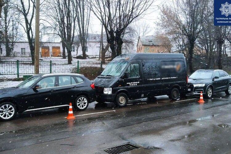 У Луцьку – ДТП: зіткнулися BMW X1,  Audi Q5 і Volkswagen LT (Фото)