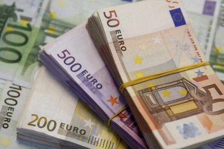 Зеленського просять ліквідувати Нацбанк і запровадити замість гривні євро