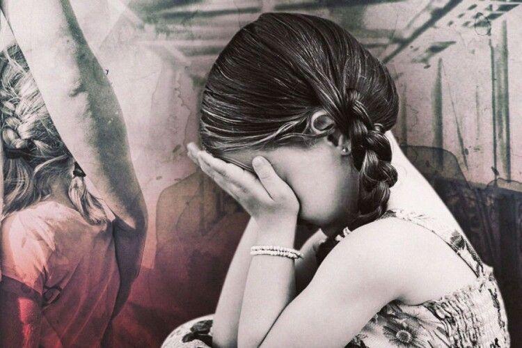 Рятувала маму: на Рівненщині 9-річна дівчинка тяжко поранила батька
