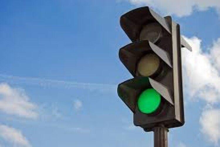 Лучани просять міськраду підморгнути зеленим на перехресті вулиці Максима Кривоноса і проспекту Відродження