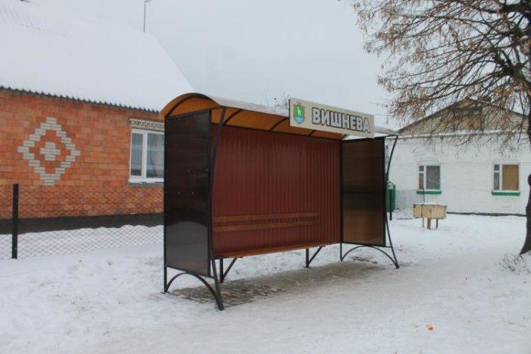 У Сарнах встановили нові зупинки (фото)