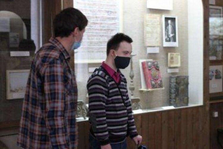 Лучанин із синдромом Дауна провів екскурсію в музеї