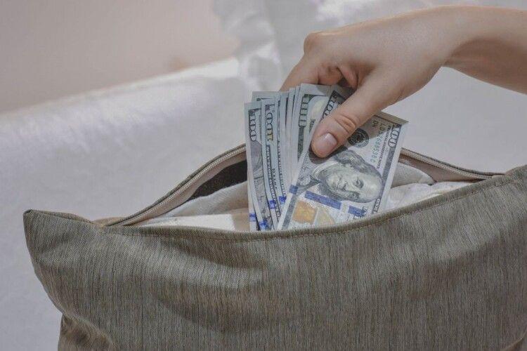 Маєте гроші під матрацом? «Слуги» йдуть по них!