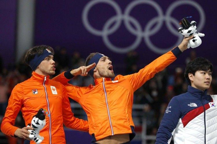 Ковзанярі з Нідерландів «поділилися» олімпійською «бронзою» з господарем змагань