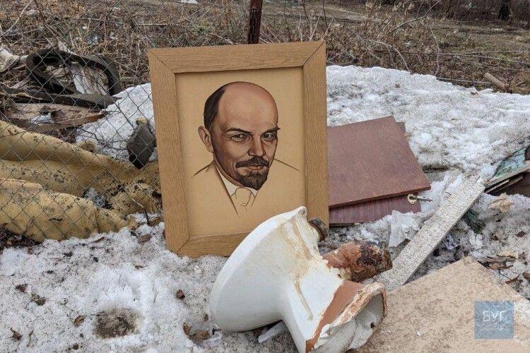 У Володимирі хтось не витримав і нарешті позбувся портрета Леніна