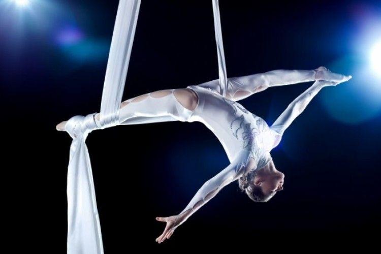 Гімнастка зірвалася з висоти під час виступу в цирку