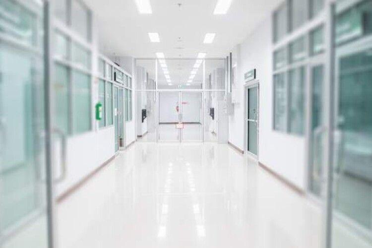 Хворі і здорові сидять в одній черзі, – лікар розповів про недоліки боротьби України з COVID-19