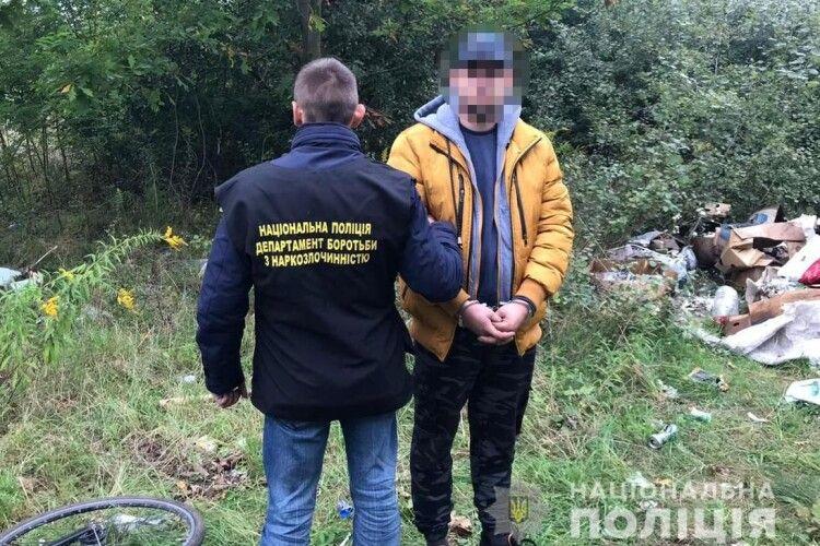 Полювання на наркоманів у Княгининку: попри поліцію закладчики намагаються ховати «дози»