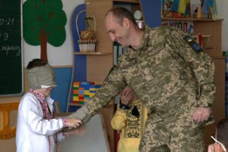 «Розплющую очі — ібачу вже неАртема, атата»: військовий зРівного зробив синові сюрприз