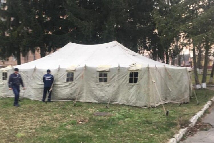 На території лікарень Рівненщини облаштували пункти прийому хворих на COVID-19