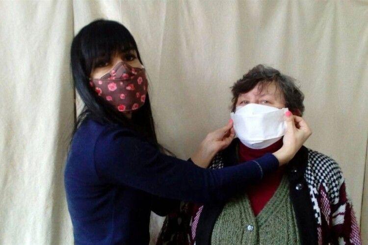 Студенти  почали шити маски... для педагогів і працівників гуртожитку