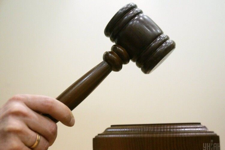 У Львові засудили двох чоловіків, які підпалили BMW X5, на якому «вишивав» по калюжах колишній Генпрокурор