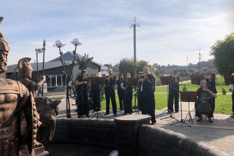 У Горохові розпочався концерт камерного ансамблю (Фото)