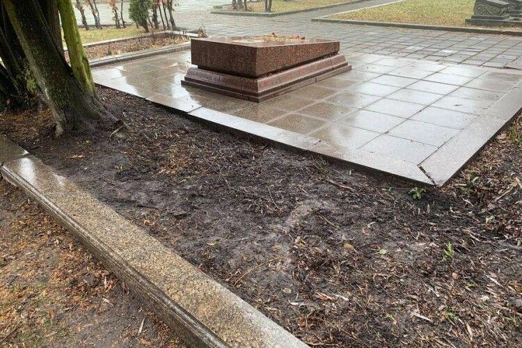 Біля могили агента НКВД Миколи Кузнєцова у Львові виявили підкоп