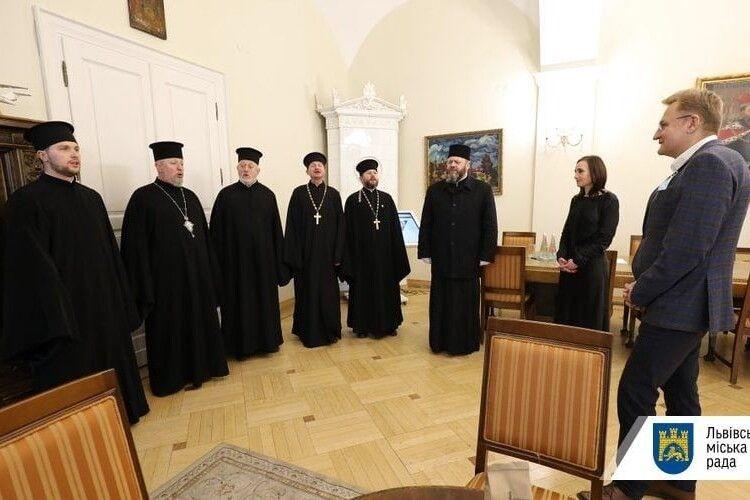 Митрополит Луцький і Волинський Михаїл колядував у Садового