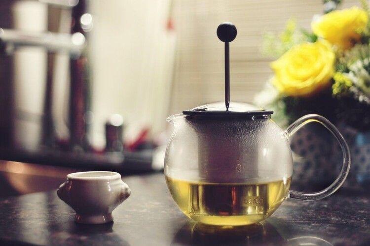 Зелений чай та шоколад можуть пригнічувати клітини коронавірусу: дослідження
