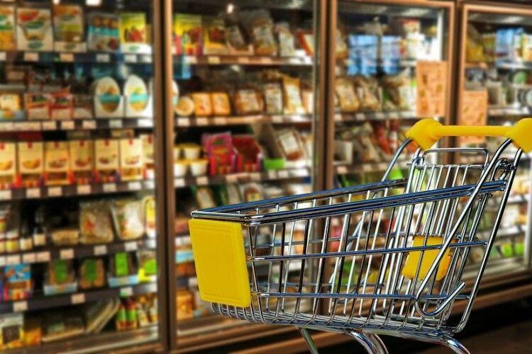 Чоловік пообідав у супермаркеті й раптово помер на виході