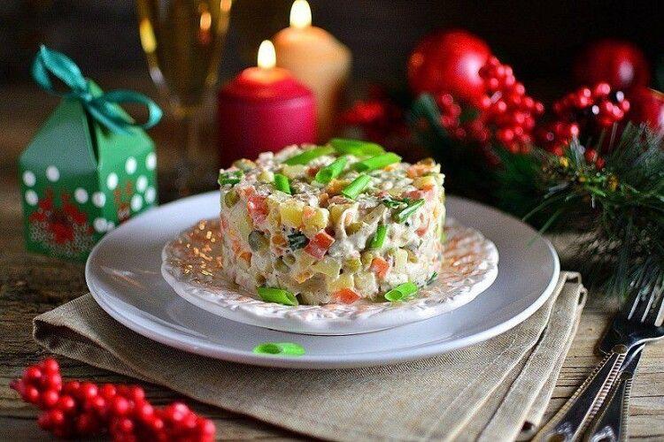 Олів'є, шампанське, оселедець: у скільки українцям обійдеться новорічний стіл