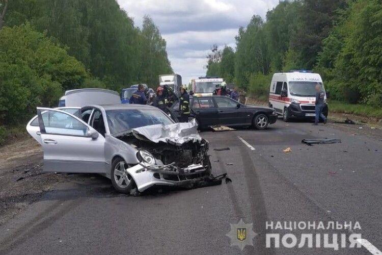 На трасі Луцьк-Ковель – подвійна аварія. На місці працюють медики і поліція (Фото, Відео)