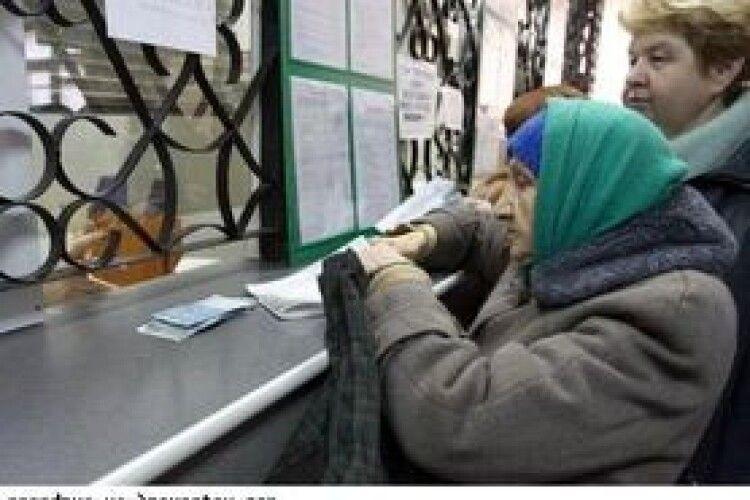 З січня мінімальна пенсія для людей від 65 років із повним стажем підвищиться до 2400 грн