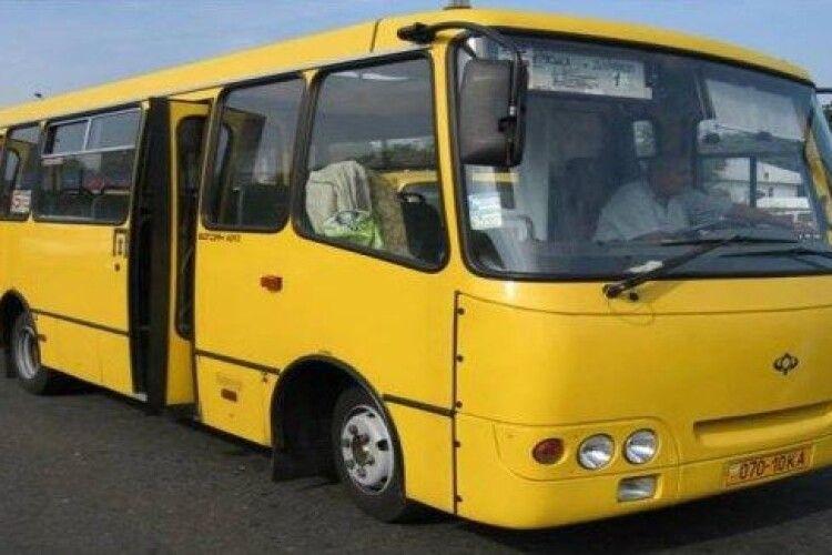 На Волині очільники громад влаштували «медичний» скандал через... шкільний автобус