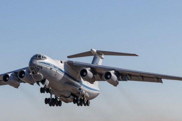 Літак з Кабула: до Києва привезли українських військових та іноземних журналістів
