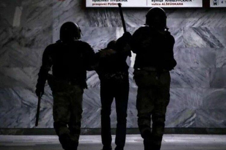 За три дні у Білорусі затримали 6 тисяч осіб