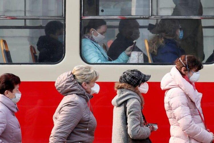 Завтра почнуть штрафувати за відсутність маски в громадських місцях: закон опубліковано в «Голосі України»