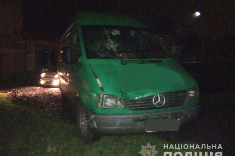На Рівненщині п'яний водій збив пішохода, який також трохи хильнув (Фото)