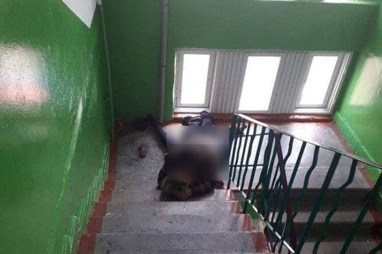 «Довелося переступати через них»: сусідка розповіла про оргії у багатоповерхівці Володимира