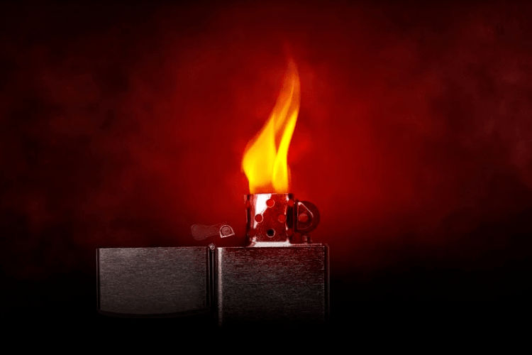 Мати підпалила 8-річного сина через псування меблів