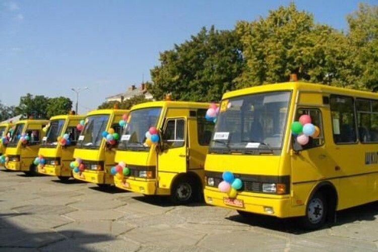 Школам Рівненщини придбають 12 автобусів