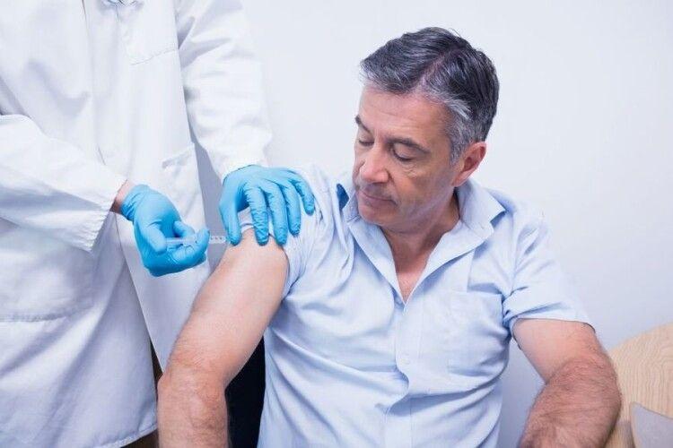 У Шацькій лікарні вакцинуватимуть людей віком від 65 років