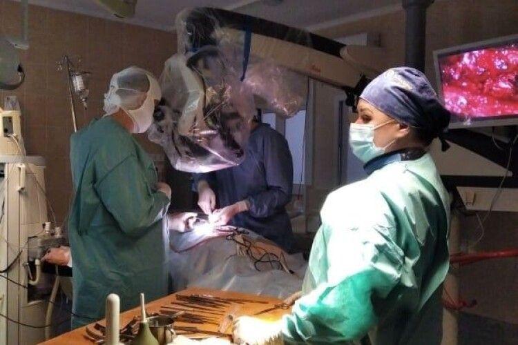 У Волинській обллікарні у відділеннях нейрохірургії, ортопедії та травматології – нові операційні (Фото)