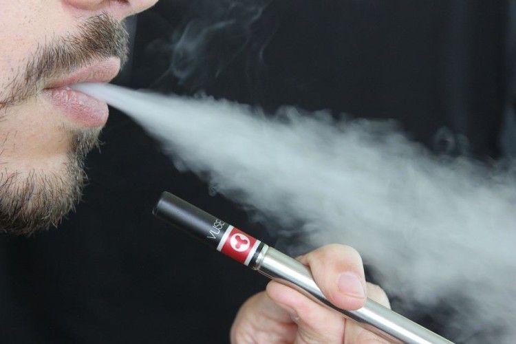 У Павлограді в руках у 20-річного юнака вибухнула електронна сигарета