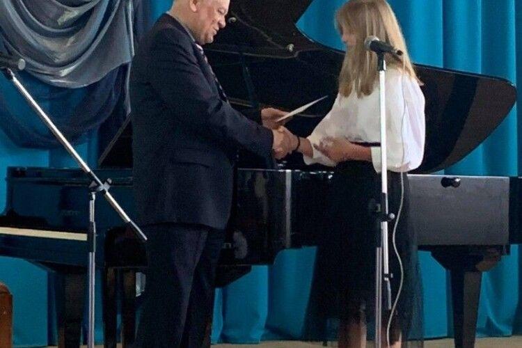 Півсотні юних лучан отримали свідоцтва про закінчення музичної школи №2