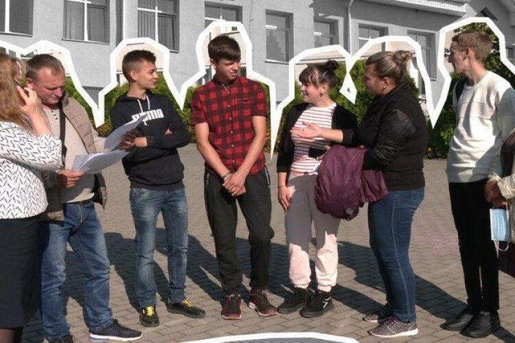 Скасували 10-й клас: у школі на Рівненщині п'ятеро дітей ніде не вчаться, батьки подали до суду