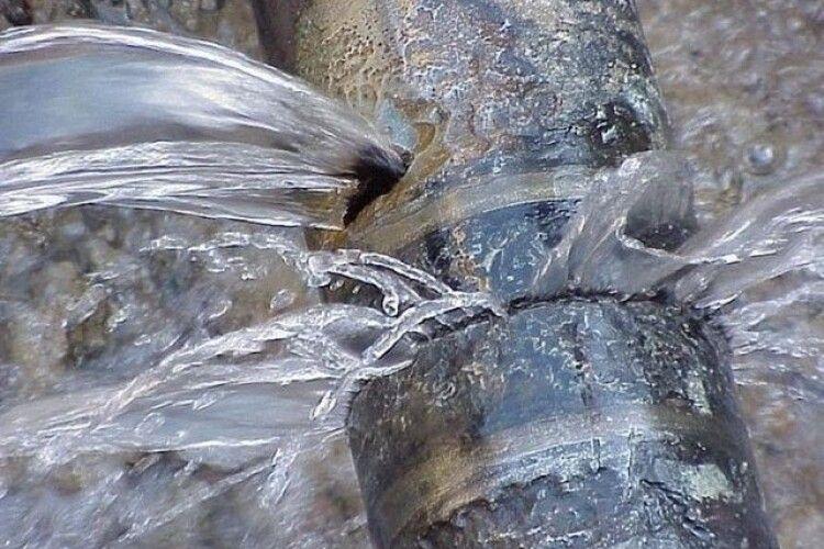 У Луцьку прорвало водогін діаметром пів метра