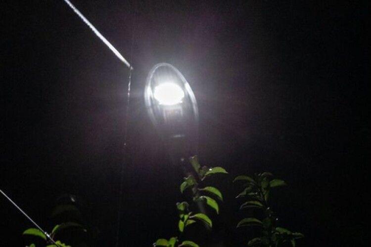 У Боголюбах біля дитсадка встановили освітлення