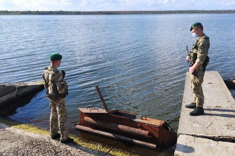 Контрабанду перевозили підводним човном (Фото, відео)